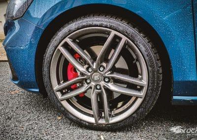 Ford Focus ST Turnier (DEH) mit der Winterfelge RC-Design RC29 19 Zoll