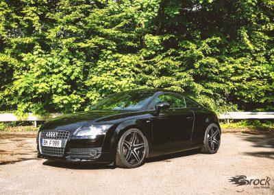 Audi TT 8J mit der Alufelge Brock B33 Schwarz Glanz Voll-Poliert