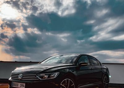 19 Zoll Alufelgen Brock B38 für den VW Passat in Schwarz Poliert