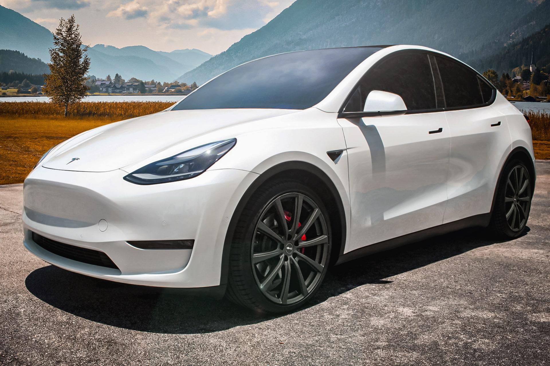 Tesla Model Y Brock B32 SKM